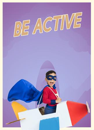 종이 비행기 장난감 및 열망 단어 그래픽과 슈퍼 히어로 아이 소년