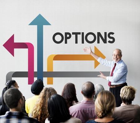 Groep mensen nemen een beslissing over hun pad