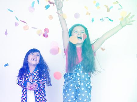 Kinder lächeln und fröhlich Standard-Bild - 80355181