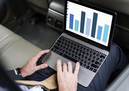 Análisis de barras de análisis gráfico de barras Foto de archivo - 80417187
