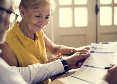 Senior Couple Daily Lifestyle Paper Form Stockfoto