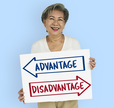 stagnation: Arrows Opposite Choice Advantage Disavantage Icon