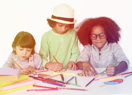 Les enfants apprennent dans l & # 39 ; activité Banque d'images - 80352622