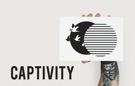 Grafisch van vogel ontketend van gevangenschap naar vrijheid