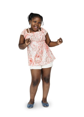 ダンスと楽しい小さなアフリカの女の子