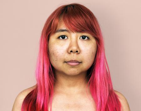 jeune adulte asiatique fille nue nue topless portrait en studio