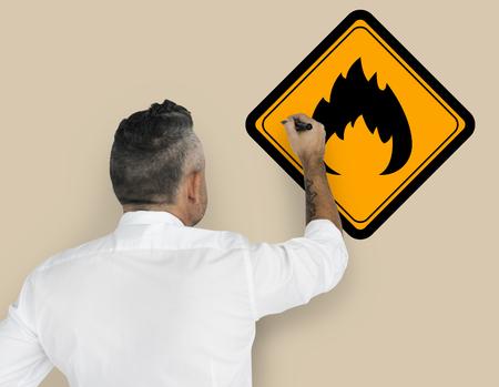 가연성 사인주의 경고 사인 심볼