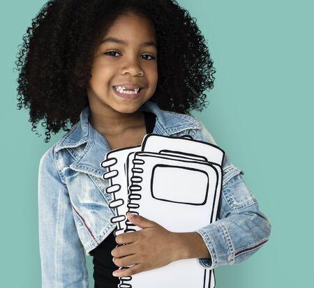 어린 소녀 페이퍼 크래프트 도서 교육 스튜디오 초상화