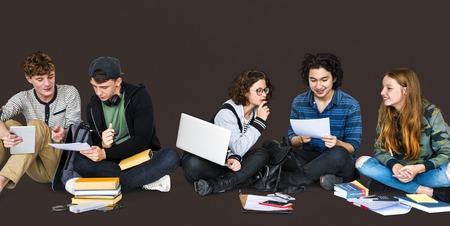 spolužák: Diverse Students Doing Homework Together Studio Portrait