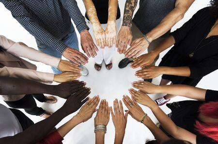 Groep handen monteren in luchtfoto