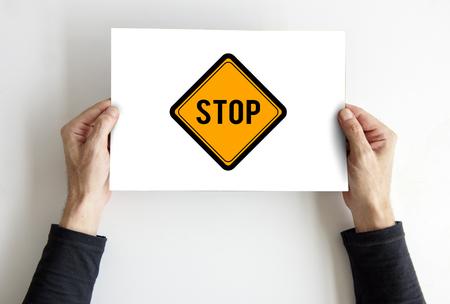 경고주의 표지판을 멈추지 말 것.