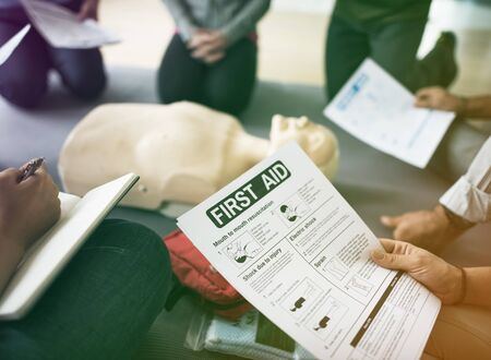 Group of people CPR First Aid training course with first aid instruction Foto de archivo