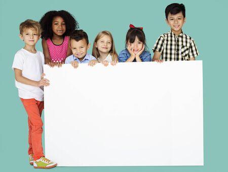 spolužák: Skupina dětí ukazuje Copyspace rady