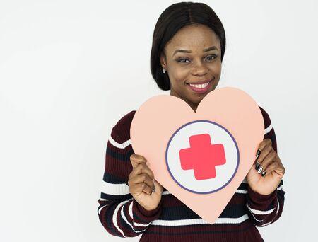医療救急アイコンを保持している女性 写真素材