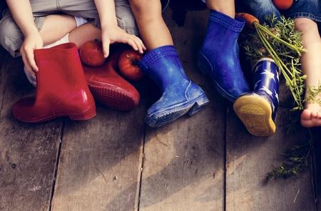 Diversiteit Groep Van Kinderen Zitten Samen Groenten Vruchten
