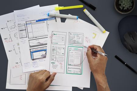 Graphic Designing Web Page Hands 版權商用圖片 - 80865064
