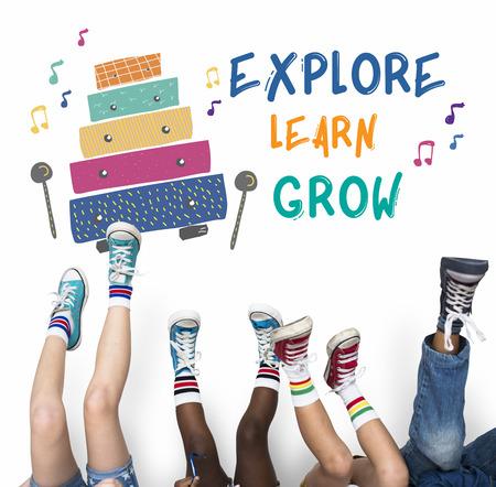 Bambini educazione precoce svago attività musica per i bambini Archivio Fotografico - 80844839