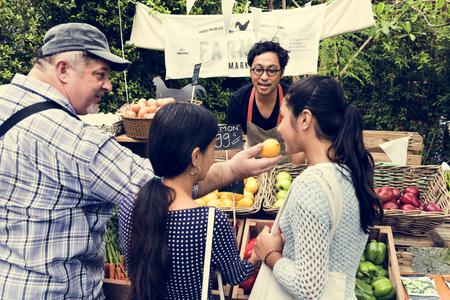 Le riz frais cultivé agriculteur agriculteur frais au marché fermier Banque d'images - 80885335