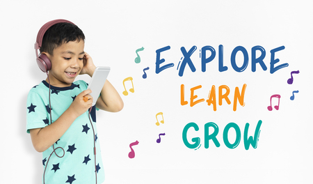 Les enfants reçoivent des activités de l & # 39 ; éducation des activités de la Banque d'images - 80726599