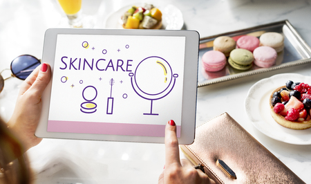 Illustration of beauty cosmetics makeover skincare on digital tablet Imagens