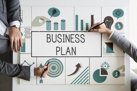 Groep zakenlieden die een financiële beleggingsgraad halen