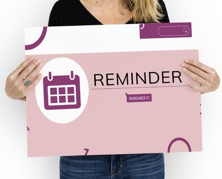 個人的なオルガナイザー アラーム カレンダー イラストのバナーを保持している女性