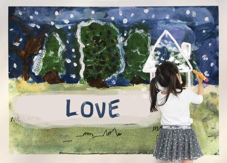Enfants dessinant un dessin d'hiver à domicile Banque d'images - 80816349