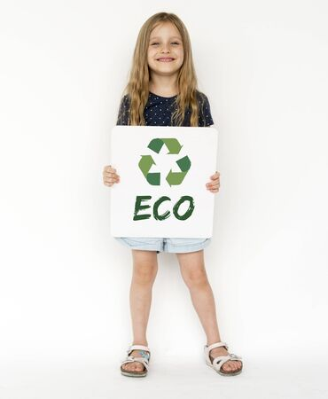 niños reciclando: Little Girl with Recycle Sign Eco Friendly Save Earth Word Graphic
