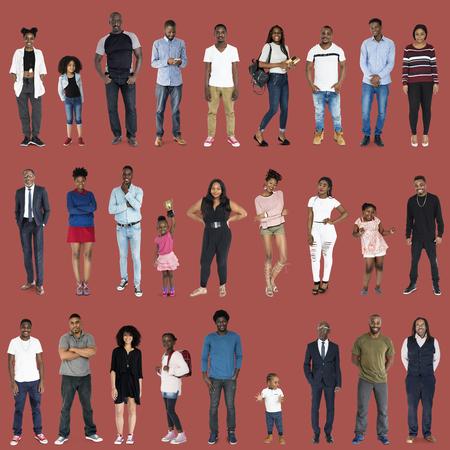niños diferentes razas: Varios de la gente de diversidad conjunto de cuerpo completo de pie con sonriente sobre fondo Foto de archivo
