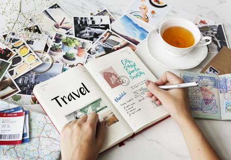 Planeando las notas del viaje viajando Foto de archivo - 81064542