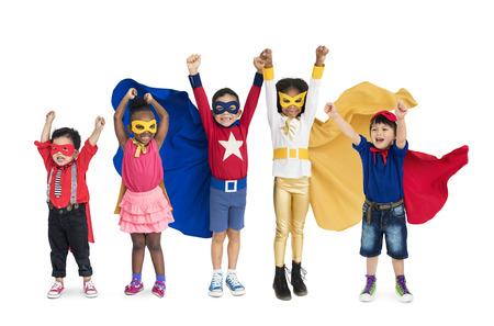 Diversiteit van Superheld Kinderen speelse vrolijke geluk studio geïsoleerd