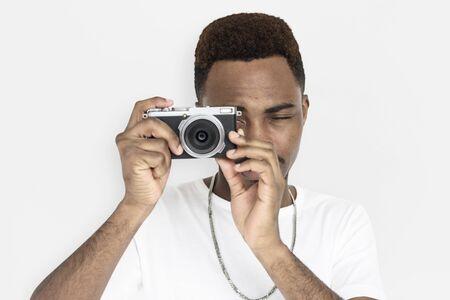 男性の手は、カメラ撮影を保持します。