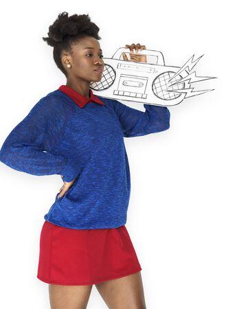 アフリカ女性 Illutration ラジオを保持