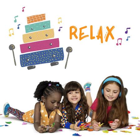 Les enfants reçoivent des activités de l & # 39 ; éducation des activités de la Banque d'images - 81203670