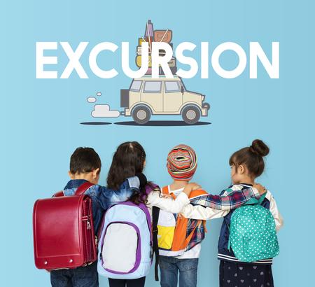 Kinder mit Illustration der Entdeckung Reise Reise Reise reisen Standard-Bild - 81220900