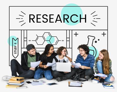 Groep studenten met illustratie van wetenschappelijke chemie experimenten studie