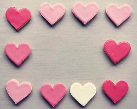 Kleurrijke Koekjes Harten Vorm Decoratieve Liefde Gebroken Valentijns Ontwerp Ruimte Stockfoto