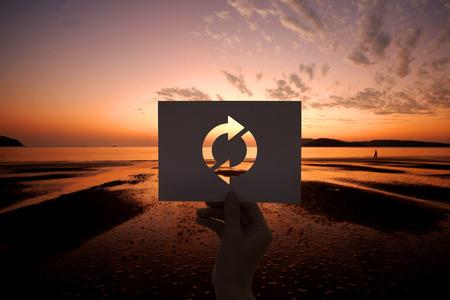 Refresh-pictogram herladen geperforeerd papier Stockfoto