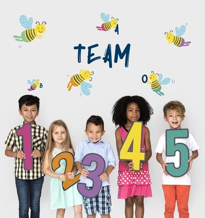 Niños Niños Amistad Juntos Equipo Bee Gráfico