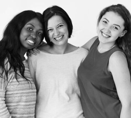 Tiro dello studio di prossimità del gruppo degli amici delle donne Archivio Fotografico - 81144506