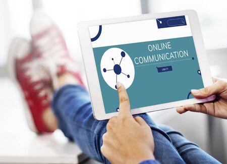 Illustratie van sociale media online communicatie op digitale tablet Stockfoto
