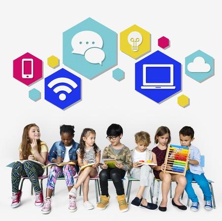 Icônes de technologie Concept de connexion de communication Banque d'images - 81148216