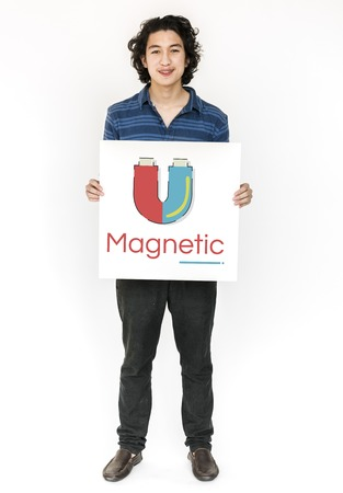 ホースシュー磁場エネルギー図のバナーを抱きかかえた