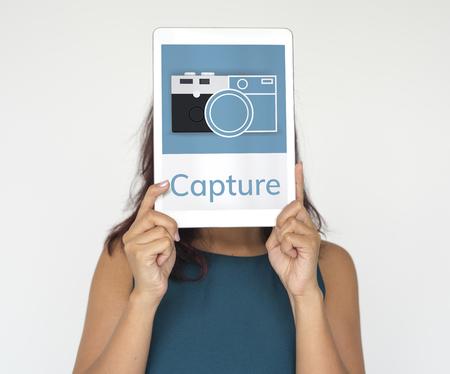 カメラのイラストはデジタル タブレットの思い出を収集します。 写真素材