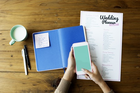 Wedding Planner Checklist Paper on Wooden Table Zdjęcie Seryjne - 81371300