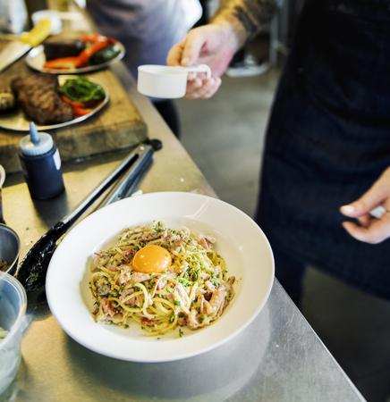 스파게티 접시 근접 촬영 요리사 요리사 스톡 콘텐츠