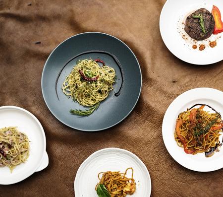 Gemengde Italiaanse voedselplaten op lijst