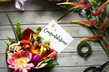 Congratulation card with flower bouquet 版權商用圖片 - 81440855