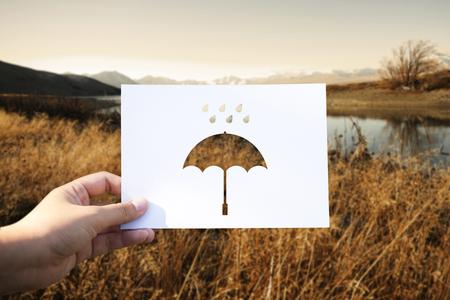 우천시 천공 종이 우산 스톡 콘텐츠 - 81542573