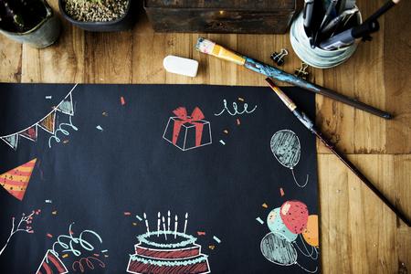Celebración cumpleaños fiesta sorpresa eventos icono y palabra Foto de archivo - 81495412